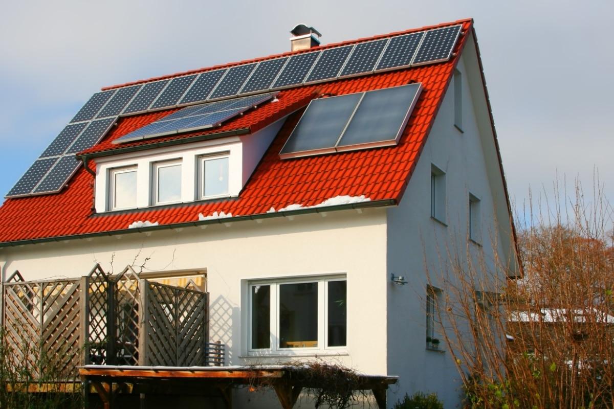 invloed zonnepanelen op hellend dak